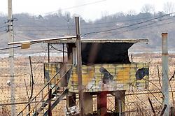 THEMENBILD - Die demilitarisierte Zone (DMZ) ist eine entmilitarisierte Zone. Sie teilt die Koreanische Halbinsel in Nord- und Südkorea und wurde nach dem drei Jahre dauernden Koreakrieg im Jahre 1953 eingerichtet. Die DMZ ist 248 Kilometer lang und ungefähr vier Kilometer breit. In ihrer Mitte verläuft die Militärische Demarkationslinie (MDL), die Grenze zwischen Nord- und Südkorea. Die DMZ wird von der aus Vertretern beider Seiten bestehenden Waffenstillstandskommission MAC (von engl. Military Armistice Commission) verwaltet. Das Betreten der DMZ ohne Genehmigung der Waffenstillstandskommission ist beiden Seiten grundsätzlich untersagt. Hier im Bild Wachturm. Aufgenommen am 28. Februar 2018 // The Korean Demilitarized Zone (DMZ) is a strip of land running across the Korean Peninsula. It is established by the provisions of the Korean Armistice Agreement to serve as a buffer zone between the Democratic People's Republic of Korea (North Korea) and the Republic of Korea (South Korea). The demilitarized zone (DMZ) is a border barrier that divides the Korean Peninsula roughly in half. It was created by agreement between North Korea, China and the United Nations in 1953. The DMZ is 250 kilometres (160 miles) long, and about 4 kilometres (2.5 miles) wide. In the Picture . DMZ on 28th February 2018. EXPA Pictures © 2018, PhotoCredit: EXPA/ Johann Groder