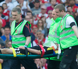 17.04.2011, Emirates Stadium, London, ENG, PL, Arsenal FC vs Liverpool FC, im Bild Liverpool's Jamie Carragher is carried off with serious injury during the Premiership match against Arsenal at the Emirates Stadium, EXPA Pictures © 2011, PhotoCredit: EXPA/ Propaganda/ D. Rawcliffe *** ATTENTION *** UK OUT!