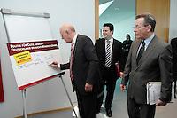 """16 APR 2007, BERLIN/GERMANY:<br /> Peter Struck (L), SPD, Fraktionsvorsitzender, unterschreibt den Aufruf der SPD """" Politik für gute Arbeit - Deutschland braucht Mindestlöhne"""", rechts: Hubertus Heil (M), SPD Generalsekretaer, und Franz Muentefering (R), SPD, Bundesarbeitsminister, vor Beginn der SPD Praesidiumssitzung, Willy-Brandt-Haus<br /> IMAGE: 20070416-03-004<br /> KEYWORDS: Praesidium, Sitzung, Franz Müntefering, Unterschrift"""