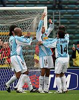 Fotball<br /> Serie A Italia 2004/05<br /> Lazio v Livorno<br /> 10. april 2005<br /> Foto: Digitalsport<br /> NORWAY ONLY<br /> Aparecido Cesar (Lazio)  celebrates with his teammates after scored goal of 2-0