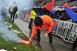 December 17, 2017 - Decines Charpieu - Groupama Sta, France - Un stadier ramasse un fumigene  (Credit Image: © Panoramic via ZUMA Press)