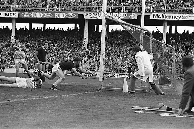 Attempt for a goal, Galway v Offaly, All Ireland Senior Hurling Championship Final, Croke Park, 1st September 1985.