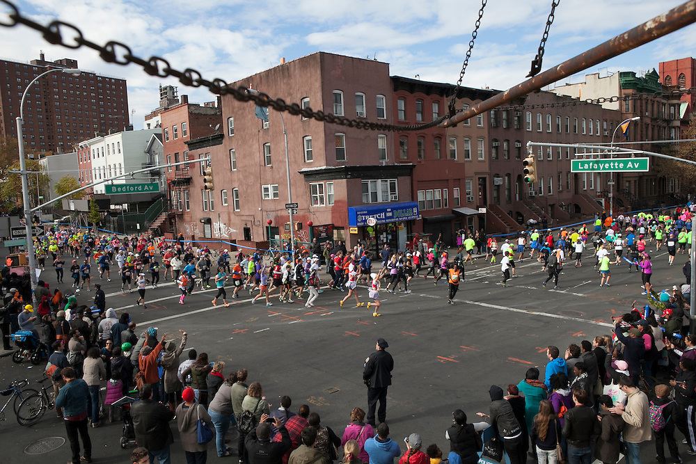 Participants turn the corner from Lafayette St on to Bedford Ave in the New York City Marathon in Brooklyn, NY on Sunday, Nov. 3, 2013.<br /> <br /> CREDIT: Andrew Hinderaker for The Wall Street Journal<br /> SLUG: NYSTANDALONE