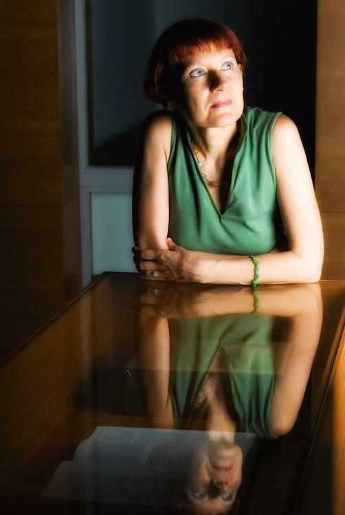 Titina Sperelaki editor and translator of Patakis Publishers for Tahidromos magazine - Greece