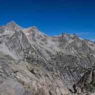 Un escursionistra sul sentiero della Valle del Forno