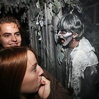 Nederland, Biddinghuizen , 10 oktober 2014.<br /> Halloween Fright Nights Walibi Holland.<br /> Op vrijdag 10 oktober wordt het Haunted House op wel heel speciale wijze geopend.<br /> Bekende Nederlanders draaien mee in het Haunted House. In de middag volgen zij een Scare Training, Daarna gaan ze de grime in om tot geest te worden omgetoverd. Onder andere Samantha , bekend van het programma Samantha & Michael houden zich Thai, draait vrijdag mee als geest in Jefferson Manor.<br /> <br /> Foto: Jean-Pierre Jans/ANPinOpdracht<br /> Foto:Jean-Pierre Jans
