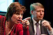 Ruth Peetoom beantwoordt een vraag van het publiek. In een zaaltje in Utrecht gaan vier kandidaat-voorzitters van het CDA met elkaar in debat tijdens een avond voor dertigers bij het CDA.