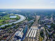 Nederland, Gelderland, Gemeente Arnhem, 14–05-2020; centrum Arnhem, NS station Arnhem Centraal met omgeving. Rivier de Nederrijn in de achtergrond.<br /> Arnhem center, Arnhem Central railway station with surroundings.<br /> <br /> luchtfoto (toeslag op standaard tarieven);<br /> aerial photo (additional fee required)<br /> copyright © 2020 foto/photo Siebe Swart