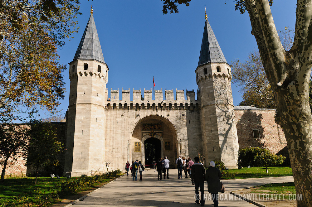 The fortified main gate of the Topkapi Palace, known as the Gate of Salutation (in Turkish: (Bâb-üs Selâm). Originally the imperial palace of Ottoman sultans, the palace now serves as a museum.