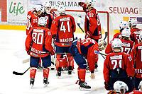 Ishockey , 23. Februar 2014, GET-Liga ,<br /> Lørenskog  - Stavanger Oilers<br /> Lørenskogkeeper og debutant Ole Morten Furuseth trøstes etter tap etter straffer. <br /> Foto: Sjur Stølen , Digitalsport