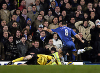 Photo: Olly Greenwood.<br />Chelsea v Arsenal. The Barclays Premiership. 10/12/2006. Chelsea's Frank Lampard's shot misses the goal by inches