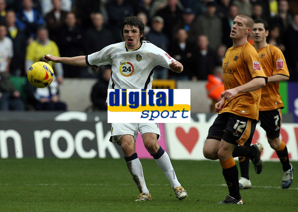 Photo: Rich Eaton.<br /> <br /> Wolverhampton Wanderers v Leeds United. Coca Cola Championship. 24/02/2007. Jonathan Douglas left of Leeds tries a rare first half shot on goal watched by Rob Edwards right of Wolves