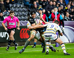 James King of Ospreys under pressure from Jonny Arr of Worcester Warriors<br /> <br /> Photographer Simon King/Replay Images<br /> <br /> European Rugby Challenge Cup Round 5 - Ospreys v Worcester Warriors - Saturday 12th January 2019 - Liberty Stadium - Swansea<br /> <br /> World Copyright © Replay Images . All rights reserved. info@replayimages.co.uk - http://replayimages.co.uk