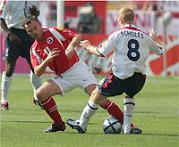Fotball, 17. juni 2004, EM, Euro 2004, Sveits- England, Stephane CHAPUISAT, Sveits , Paul SCHOLES England, <br /> Foto: Digitalsport