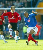 Fotball<br /> Premier League England 2004/2005<br /> Foto: BPI/Digitalsport<br /> NORWAY ONLY<br /> <br /> 30.10.2004<br /> Portsmouth v Manchester United<br /> <br /> Nigel Quashie battles with Phil Neville (L)