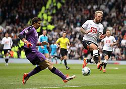 Johnny Russell of Derby County puts Emiliano Martinez of Wolverhampton Wanderers under pressure - Mandatory byline: Robbie Stephenson/JMP - 07966 386802 - 18/10/2015 - FOOTBALL - iPro Stadium - Derby, England - Derby County v Wolverhampton Wanderers - Sky Bet Championship