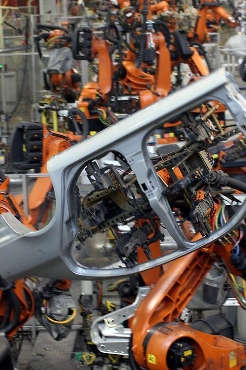Mlada Boleslav/Tschechische Republik, Tschechien, CZE, 16.03.07: Produktion von Karosserieteilen des Skoda Octavia mit Schweissrobotern in der Skoda Auto Fabrik in Mlada Boleslav. Der tschechische Autohersteller Skoda ist ein Tochterunternehmen der Volkswagen Gruppe.<br /> <br /> Mlada Boleslav/Czech Republic, CZE, 16.03.07: Robotized production lines of Octavia vehicle models at Skoda car factory in Mlada Boleslav. Czech car producer Skoda Auto is subsidiary of the German Volkswagen Group (VAG).