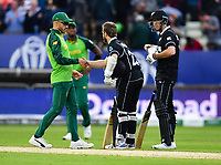 Cricket - 2019 ICC Cricket World Cup - Group Stage: New Zealand vs. South Africa<br /> <br /> South Africa's Faf du Plessis congratulates New Zealand's Kane Williamson after their 4 wicket victory, at Edgbaston, Birmingham.<br /> <br /> COLORSPORT/ASHLEY WESTERN
