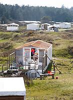 VLIELAND - opbouw tenthuis  camping Stortemelk.  COPYRIGHT KOEN SUYK