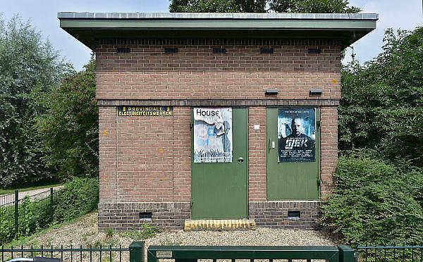 Nederland, Batenburg, 27-7-2014In dit gehucht, stadje in de gemeente Wijchen staat een oud vooroorlogs elektriciteitshuisje in baksteen, van de provinciale gelderse elektriciteitsmaatschappij, PGEM. Door schaalvergroting en privatisering is deze later opgegaan in de NUON.Foto: Flip Franssen/Hollandse Hoogte
