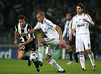 Fotball<br /> Frankrike<br /> Foto: DPPI/Digitalsport<br /> NORWAY ONLY<br /> <br /> FOOTBALL - CHAMPIONS LEAGUE 2008/2009 - GROUP STAGE - GROUP H - 081021 - JUVENTUS TORINO v REAL MADRID - PEPE (REA) / ALESSANDRO DEL PIERO (JUV)