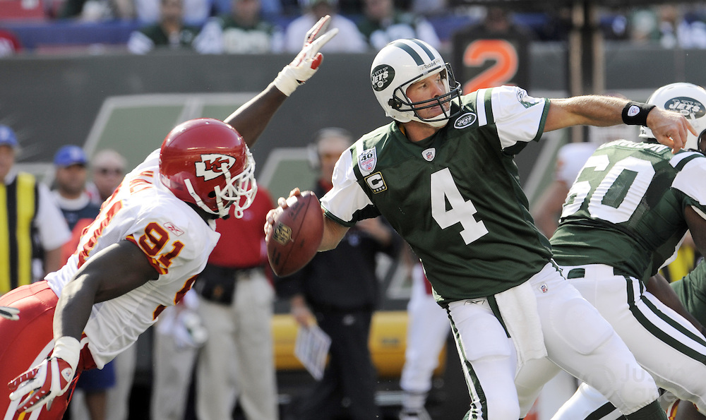 The Jets' Brett Favre (R) throws while under pressure from the Chiefs' Tamba Hali (L) during the first half of the game between the Kansas City Chiefs and the New York Jets at Giants Stadium in East Rutherford, New Jersey on 26 October 2008. The Jets won, 28-24.