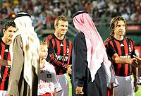 Fotball<br /> Italia<br /> Foto: Witters/Digitalsport<br /> NORWAY ONLY<br /> <br /> 06.01.2009<br /> <br /> Die Scheichs begruessen die Spieler vom AC Mailand v.l. Pato, David Beckham, Andrea Pirlo<br /> <br /> Fussball Dubai Football Challenge 2009, Hamburger SV - AC Milan