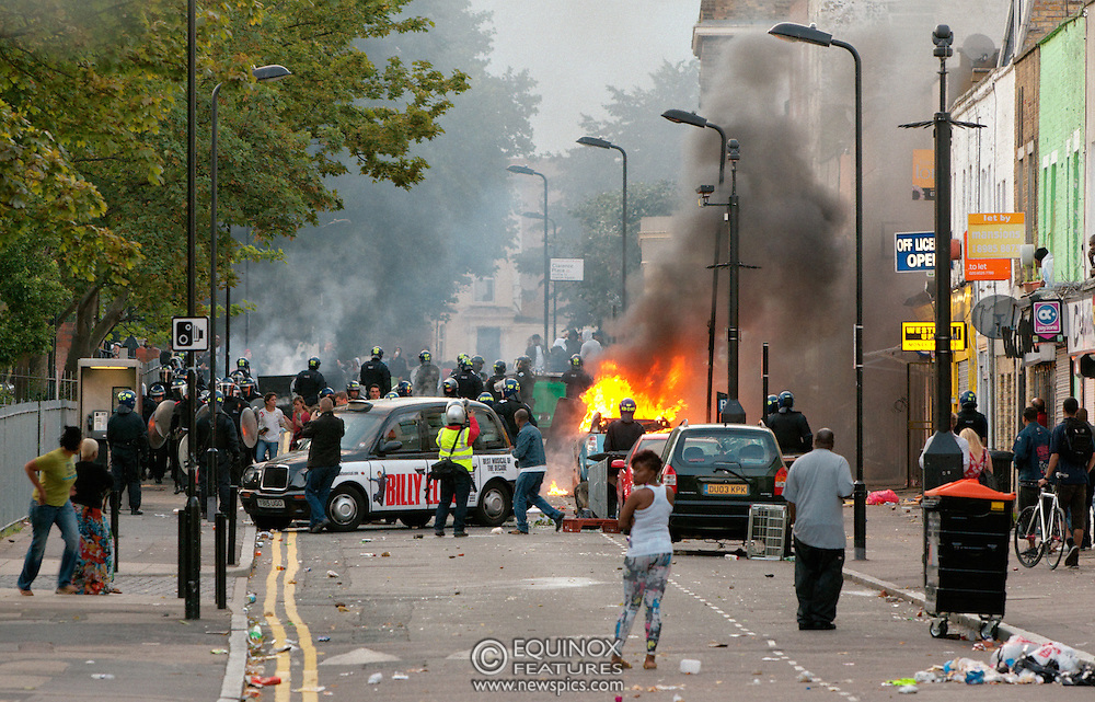 London, United Kingdom - 8 August 2011.Police and rioters clash on and around Clarence Road, Hackney, London, England, UK. Hackney was the scene of some of the riots that spread to many areas of London on the night of the 8 August 2011..Copyright: ©2011 Equinox Licensing Ltd. +448700 780000.Contact: Equinox Features.Date Taken: 20110808.Time Taken: 201806+0000.www.newspics.com