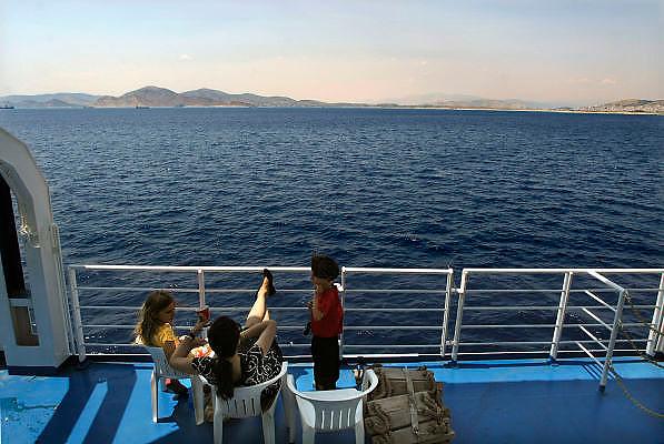 Griekenland, Aegina, 5-7-2008Veerboot onderweg naar een eiland.Foto: Flip Franssen