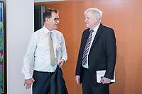 06 JUN 2019, BERLIN/GERMANY:<br /> Gerd Mueller (L), CSU, Bundesentwicklungshilfeminister, und Horst Seehofer (R), CSU, Bundesinnenminister, im Gespraech, vor Beginn der Kabinettssitzung, Bundeskanzleramt<br /> IMAGE: 20190606-01-001<br /> KEYWORDS: Sitzung, Kabinett, Gerd Müller, Gespräch