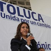 Toluca, México.- Mónica Fragoso Maldonado, candidata a la presidencia municipal de Toluca por el PAN comenzó sus actividades proselitistas este día con una conferencia de prensa y a recorrer las calles del centro de la capital mexiquense. Agencia MVT / Crisanta Espinosa