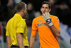 22-01-2012 VOETBAL: FC UTRECHT - PSV: UTRECHT<br /> Utrecht speelt gelijk tegen PSV 1-1 / (L-R) Scheidsrechter Liesveld, goalkeeper Roberto Fernandez<br /> ©2012-FotoHoogendoorn.nl