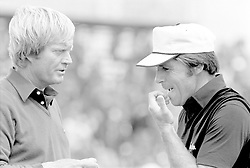 (L-R) Jack Nicklaus talks to Gary Player