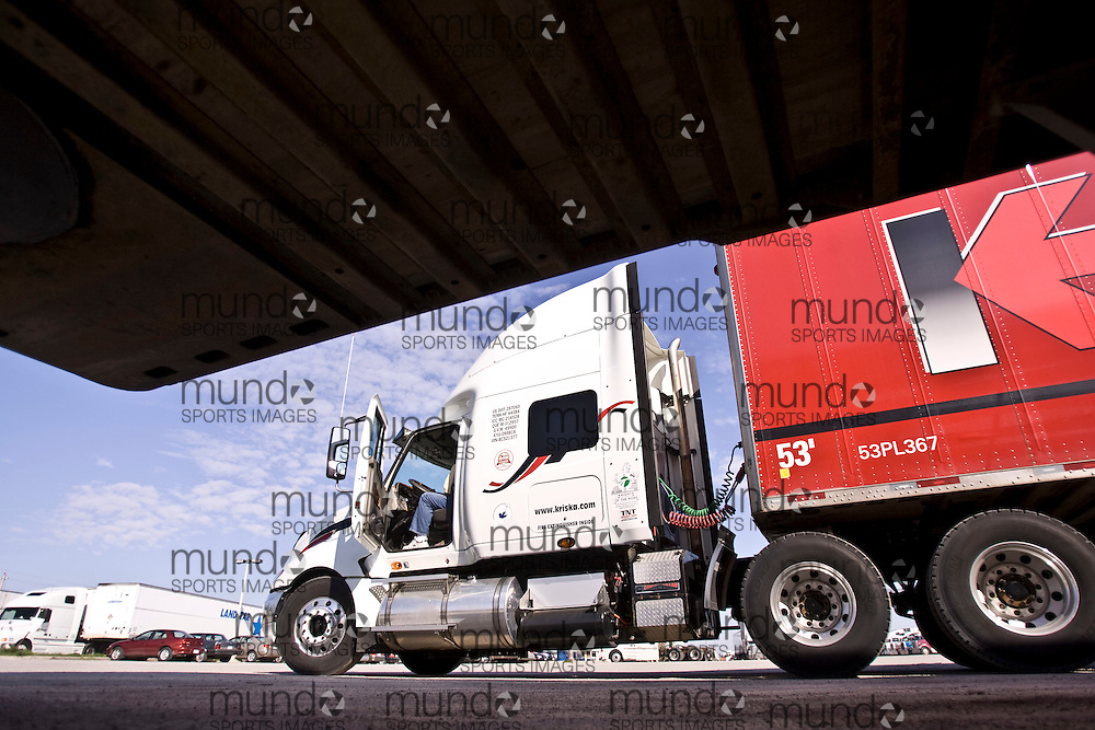 Windsor, Ontario ---09/05/08---  Peter Durant, a truck driver with the trucking company Kriska, readies his truck at a truck stop before he crosses the border in Windsor, Ontario, May 9, 2008..GEOFF ROBINS The Globe and Mail