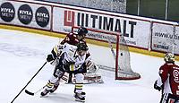Ishockey , Get-Ligaen<br /> 31.03.14<br /> Kristins Hall<br /> Semifinale 6 av 7<br /> Lillehammer v Stavanger Oilers<br /> Foto : Dagfinn Limoseth , Digitalsport<br /> Martin Strandfelt  , Stavanger  ser pucken går inn bak Lillehammers keeper Joe Fallon .
