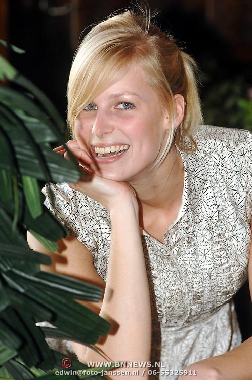 NLD/Huizen/20070406 - Sandra van Amstel deelneemster RTL modelmasters Holland next top model 2007