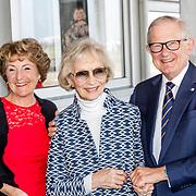 NLD/Katwijk/20170403 - 100ste geboortedag Erik Hazelhoff Roelfzema, Margriet en partner Mr. Pieter van Vollenhoven samen met Karin Hazelhoff Roelfzema