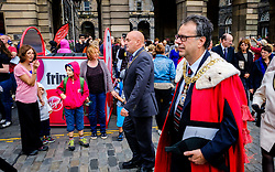 Edinburgh Scotland 7th August 2016 :: Performers from Fringe shows entertain in the High Street to promote their shows.<br /> <br /> Edinburgh's Lord Provost, Donald Wilson makes his way past fringe performers to St Giles Cathedral for Sunday Service.<br /> <br /> (c) Andrew Wilson   Edinburgh Elite media