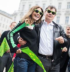 27.04.2019, Mariahilferstrasse, Wien, AUT, Die Grünen, Wahlkampfauftakt zur EU-Wahl. im Bild EU-Spitzenkandidat Werner Kogler (Grüne) und EU-Kandidatin Sarah Wiener // Topcandidate of the Austrian Greens for EU elections Werner Kogler and candidate of the Austrian Greens for EU elections Sarah Wiener during campaign opening of the Austrian Greens due to European Elections in Vienna, Austria on 2019/04/27. EXPA Pictures © 2019, PhotoCredit: EXPA/ Michael Gruber