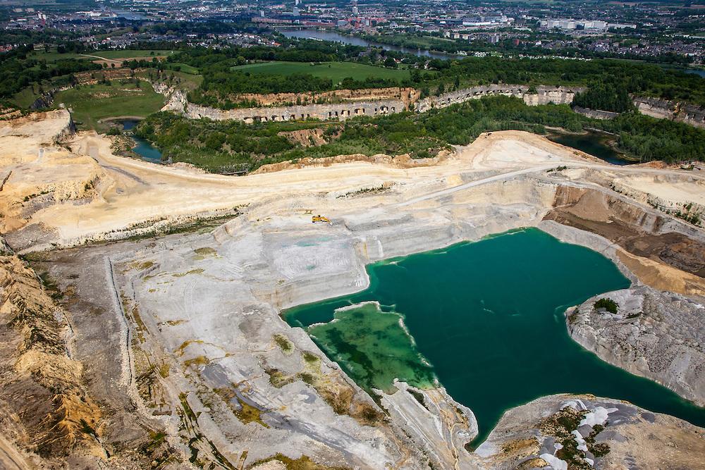 Nederland, Limburg, Gemeente Maastricht, 27-05-2013<br /> Sint-Pietersberg, grotten en mergelgroeve voor de winning van mergel (eigenlijk kalksteen) in dagbouw door cementfabriek ENCI. Maastricht aan de horizon. Wat er nog resteert van de St.Pietersberg, rond de greeve, is beschermd natuurgebied en bovengronds en ondergronds aangewezen als beschermd Habitatrichtlijngebied.<br /> Marl quarry for the extraction of marl (limestone actually) in surface mining by cement factory ENCI. Maastricht at the horizon. What is left of the Sint-Pietersberg is designated as protected area, both on groundlvel and underground the habitat directives apply.<br /> luchtfoto (toeslag op standaardtarieven);<br /> aerial photo (additional fee required);<br /> copyright foto/photo Siebe Swart.