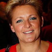 NLD/Hilversum/20100121 - Benefietactie voor het door een aardbeving getroffen Haiti, Caroline Tensen