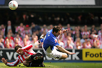Fotball<br /> England 2004/2005<br /> Foto: SBI/Digitalsport<br /> NORWAY ONLY<br /> <br /> Ipswich Town v Sunderland<br /> <br /> The Coca-Cola Football League Championship. Portman Road.<br /> 17/04/05<br /> <br /> Ipswich's Tommy Miller and Sunderland's Julio Arca dive with the ball.