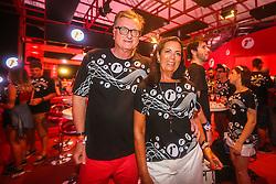 O CEO da Renner, José Galló, e sua esposa no camarote Renner durante a 20ª edição do Planeta Atlântida, que ocorre nos dias 29 e 30 de janeiro, na SABA, na praia de Atlântida, no Litoral Norte gaúcho.  Foto: Jefferson Bernardes / Agência Preview