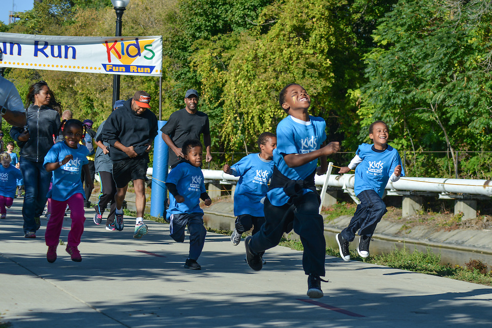 Children along the path of the Kids Fun Run.