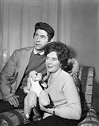 "20/09/1960<br /> 09/20/1960<br /> 20 September 1960<br /> Actors Ann O'Dwyer and Charles Roberts. Ann O'Dwyer who starred in Late Night Review at the Pike Theatre and Husband Charles Roberts, who played  the lead in ""The Scatterin"" at their home in Monkstown, Dublin."