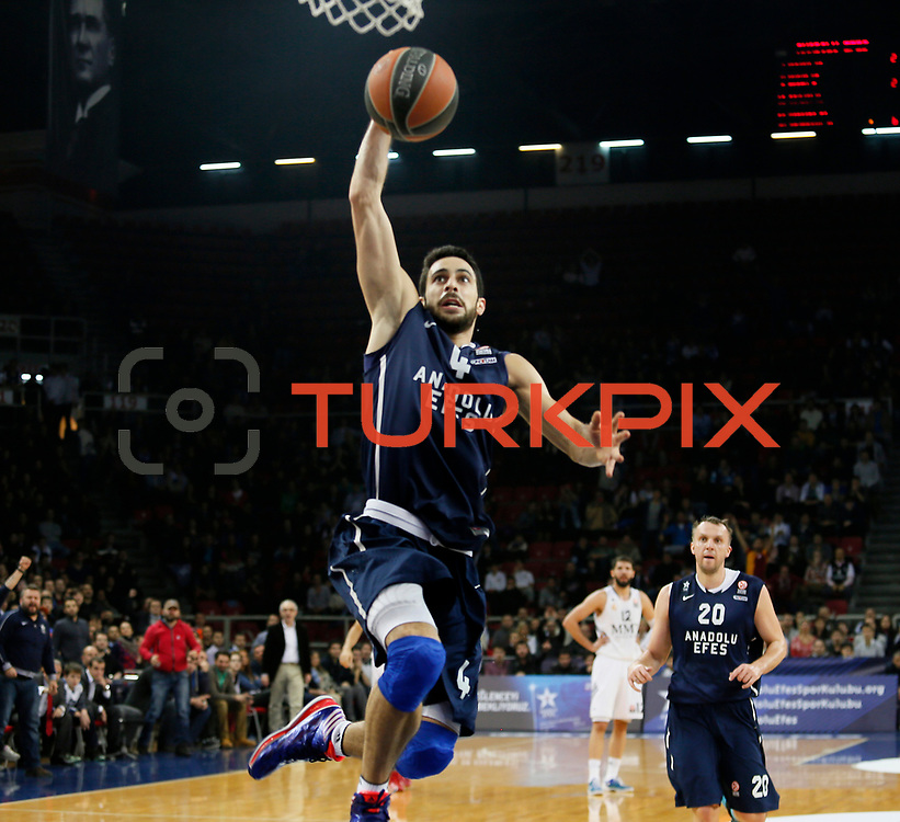 Anadolu Efes's Dogus Balbay (C) during their Turkish Airlines Euroleague Basketball Game 10 match Anadolu Efes between Real Madrid at the Abdi ipekci Arena in Istanbul, Turkey, Thursday, December 19, 2013. Photo by Aykut AKICI/TURKPIX