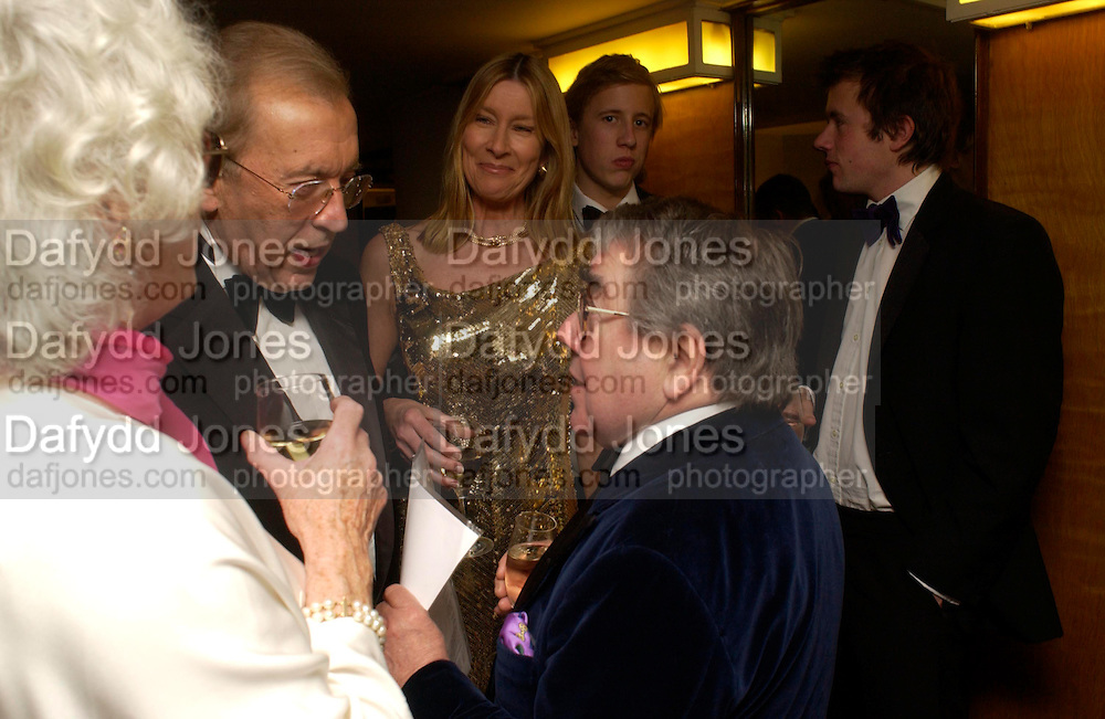 mrs. Ronnie Corbett, Sir David Frost, Lady Carina Frost, George Frost, Miles Frost  and Ronnie Corbett. Annual  Award dinner given by the Media Society in honour of Sir David Frost. Savoy. 9 March 2005. ONE TIME USE ONLY - DO NOT ARCHIVE  © Copyright Photograph by Dafydd Jones 66 Stockwell Park Rd. London SW9 0DA Tel 020 7733 0108 www.dafjones.com