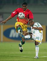 v.l. Kanfory Sylla, Benedict Vilakazi Suedafrika<br /> Africa Cup 2006 Suedafrika - Guinea<br /> Sør-Afrika<br /> Norway only