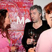 """NLD/Almere/20110624 - Expositie opening Ruud de Wild """"Moving"""" Galerie aan de Amstel, Ruud de Wild in gesprek met Annemarie Jorritsma en Quinty Trustfull"""