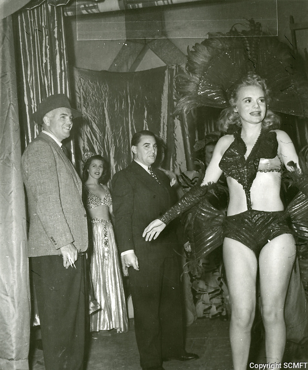 1943 Marie Wilson at the Blackouts